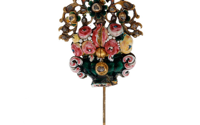 1894900. Needle - floral pendant, late 17th century - early 18th century.