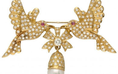 18K. Yellow gold brooch set with approx. 1.91 ct. diamond, freshwater pearl and ruby.