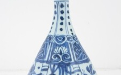 A Chinese blue and white garlic-head bottle vase, China, Wanli...