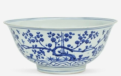 A Chinese blue and white porcelain large bowl