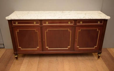 A LOUIS XVI SOLID MAHOGANY MARBLE TOP BUFFET SIGNED M.HIRCH C.1950'S (A/F) (H97 X W189 X D52 CM) (PLEASE NOTE THIS HEAVY ITEM MUST...