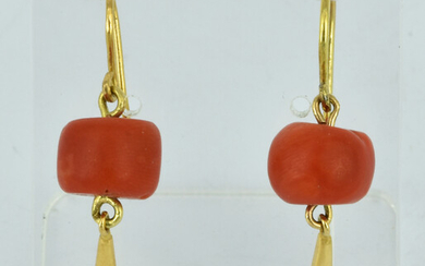 A PAIR OF 18CT GOLD AND LARGE CORAL BEAD EARRINGS