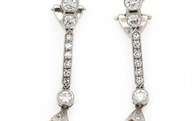 NOT SOLD. A pair of diamond and pearl ear clip pendants each set with numerous diamonds and a cultured pearl, mounted in 14k white gold. L. app. 4 cm. (2) – Bruun Rasmussen Auctioneers of Fine Art