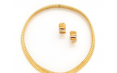 Yellow gold and diamond jewelry set consisting of a tubogas necklace of cm 39.50 circa and earclips of cm 2.10…Read more