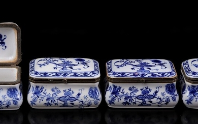 (-), 4 porcelain lidded containers after an antique...