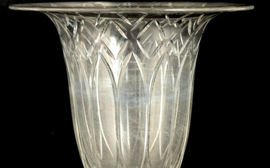 AN EARLY 20TH CENTURY BACCARAT CLEAR GLASS VASE ha