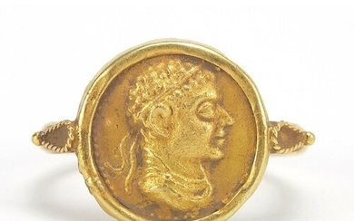 Antique gold Roman head coin ring, size P, 4.7g