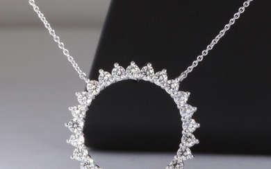 Diamond 'circle' necklace in 14kt gold total 1.50ct