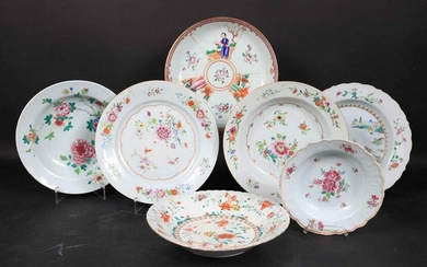Group of Chinese Export Porcelain Shallow Bowls
