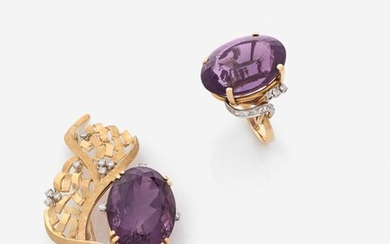 STERN (Attribuées à) Bague et broche en or gravé, améthystes et diamants An amethyst, diamond and gold brooch and ring (attributed to)