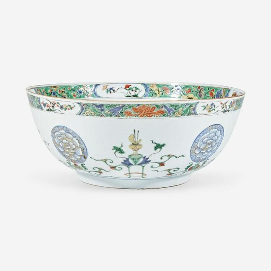 A Chinese export famille verte-decorated bowl