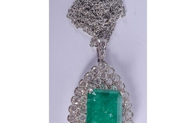 A LARGE 18CT GOLD MOUNTED EMERALD AND DIAMOND NECKLACE. 16 g...