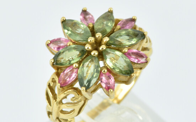 AN 9CT GOLD, GREEN AND PINK SAPPHIRE RING