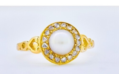 ANTIQUE PEARL AND DIAMOND CLUSTER RING, set with a central p...