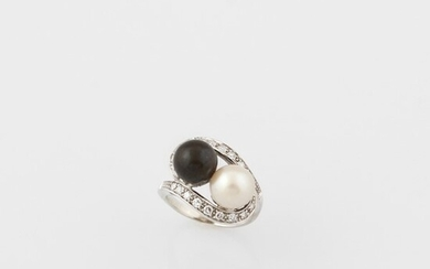 CULTURED PEARL, DIAMOND AND GOLD RING