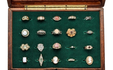 Collection of vintage rings in yellow gold, low title gold, silver, cammeo, diamonds, emeralds