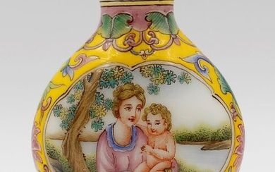 Snuff bottle - Enameled Glass - Human figure - Mother and the angel baby, By Dou Mei Rong - China - Second half 20th century