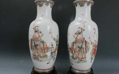 A Pair of Chinese Famille Rose Porcelain Vase 20th