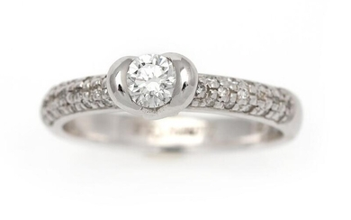 NOT SOLD. A diamond ring set with a diamond weighing app. 0.30 ct. flanked by numerous diamonds, mounted in 14k white gold. Size 57. – Bruun Rasmussen Auctioneers of Fine Art