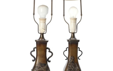 A pair of Japanese Meiji/Taisho patinated bronze vases mounted as lamps. H. excl. the mounting 26 cm. (2) – Bruun Rasmussen Auctioneers of Fine Art