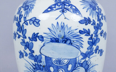 Antique Chinese Ovoid Blue & White Decorated Porcelain Covered Jar A9WBC