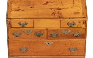 CHIPPENDALE SLANT-LID DESK New England, Late 18th