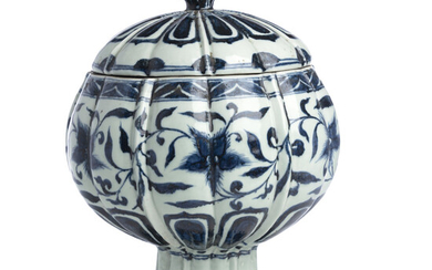 Chinese Porcelain Bowl w/ Lid, Qing Dynasty, in the Ming Dynasty Style