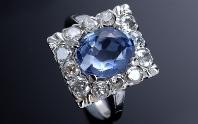 Sapphire and diamond ring in 14K gold and white gold. Middle of the 20th century