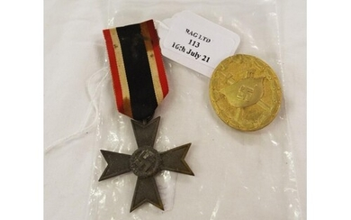 A WW2 German wound badge in gold, mark of 30