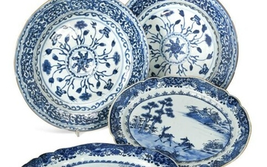 A pair of Chinese export blue and white porcelain...