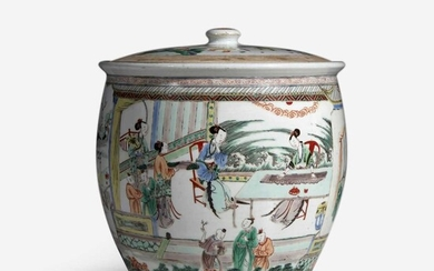 An unusual large Chinese famille verte-decorated porcelain jar and cover 五彩带盖大罐