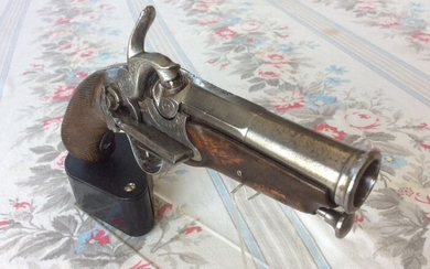 France - 19th Century - Early to Mid - de luxe - finement gravé - Percussion - Pistol - 69 (17.6 mm)