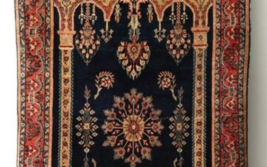 A NICE 1920s SAROUK RUG WITH COLUMNS AND ARCHES