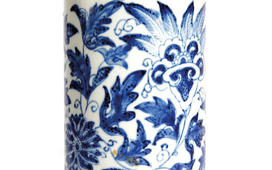 A CHINESE BLUE AND WHITE PORCELAIN CYLINDRICAL BRUSHPOT