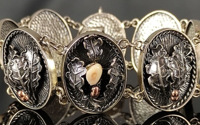 Antique silver bracelet, 8 oval links set with oak leaves and golden acorns and every second link