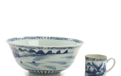 Chinese export porcelain bowl and cup. 18th-19th century. Bowl H. 9.5. Diam. 21.5 cm. Cup H. 6 cm. (2) – Bruun Rasmussen Auctioneers of Fine Art