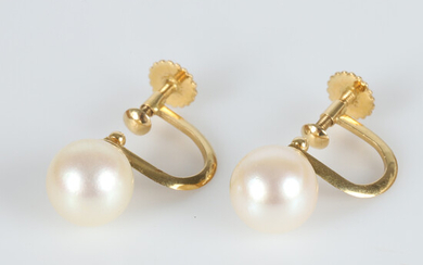 EARRINGS, 1 pair, 18 K gold with cultured pearls.