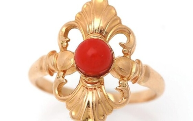 Georg Jensen: A coral ring set with a cabochon coral, mounted in 18k gold. Design 105. Size 54. Georg Jensen 1930-1944. – Bruun Rasmussen Auctioneers of Fine Art