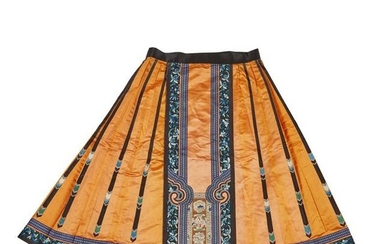 HAN CHINESE WOMAN'S EMBROIDERED APRICOT SILK PLEATED