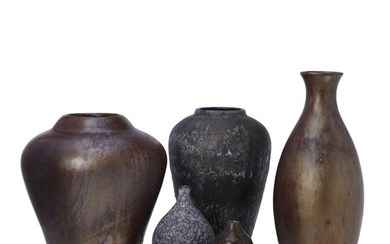 Søren Kongstrand and unknown ceramic artists: A collection of five large and small earthenware vases. (5) – Bruun Rasmussen Auctioneers of Fine Art