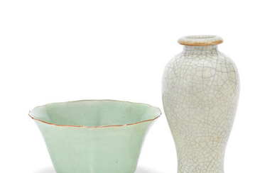 A CELADON-GLAZED LOBED BOWL AND A GE-TYPE VASE, MEIPING