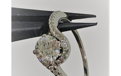 Diamond engagement ring in 18k white gold with centre stone ...