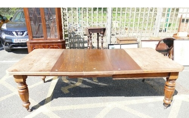 Edwardian Oak Wind Out table: With 3 additional leaves, leng...