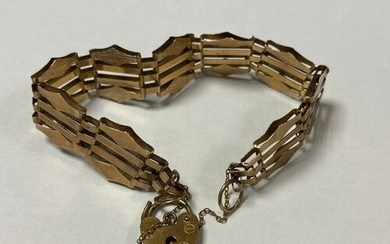 A 9ct gold gate link bracelet, with padlock clasp