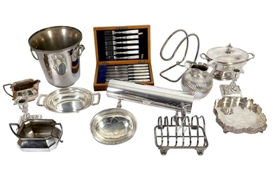 A MIXED GROUP OF SILVER PLATED (EPNS) ITEMS