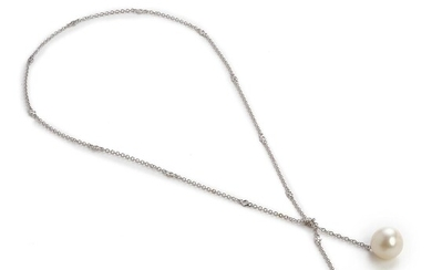 A South Sea pearl and diamond necklace with a cultured South Sea and Tahiti pearl and brilliant-cut diamonds weighing app. 0.49 ct., mounted in 18k white gold. – Bruun Rasmussen Auctioneers of Fine Art