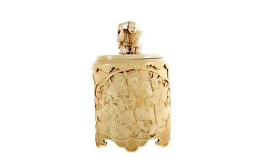 AN EARLY 20TH CENTURY JAPANESE IVORY BOX