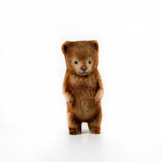 R John Wright Collectible Bear Boutonniere