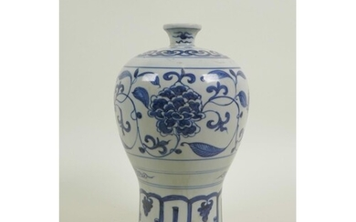 A Chinese Ming style blue and white porcelain meiping vase w...