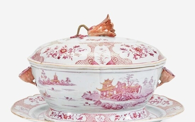 A Chinese export porcelain puce-decorated tureen, cover, and stand 出口瓷盖盆带底座 Third quarter 18th century 十八世纪中后期